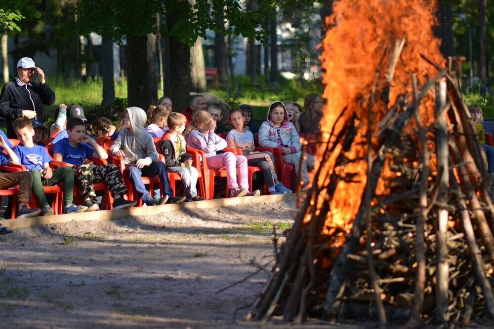 С 6 июля поэтапно начнут работу загородные лагеря, со 2 июля в штатный режим выйдут детские сады